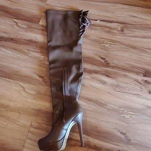 Heelwd boots